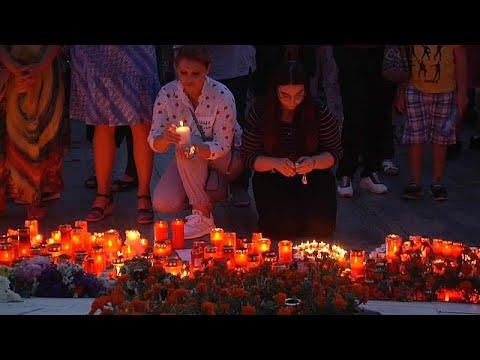 شاهد الآلاف يتظاهرون في رومانيا احتجاجًا على اغتصاب وقتل فتاة مراهقة