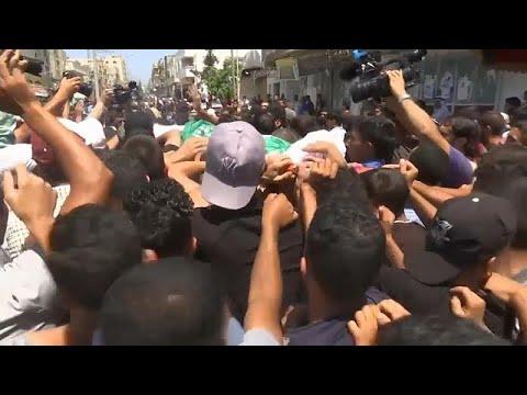 شاهد الفلسطينيون يشيّعون شابًا قتلته القوات الإسرائيلية