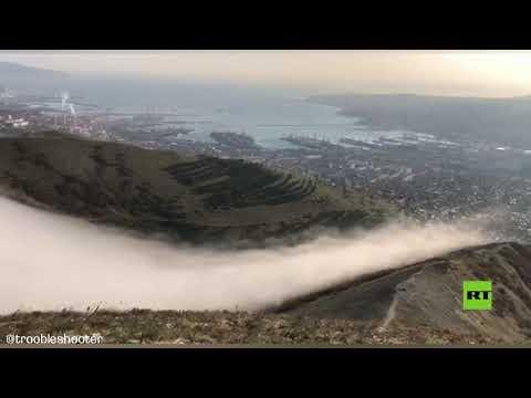 رصد شلال من الغيوم في جبال مدينة نوفوروسيسك الروسية