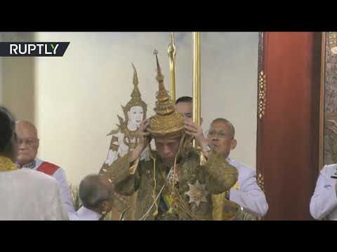 75 كيلوغرامًا من الذهب الصافي المرصع بالألماس في تاج ملك تايلاند