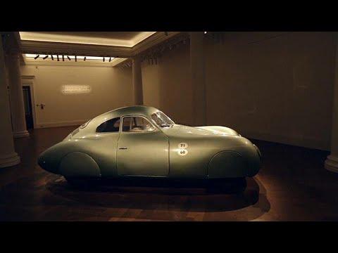 عرض أقدم سيارة بورشه في العالم في المزاد