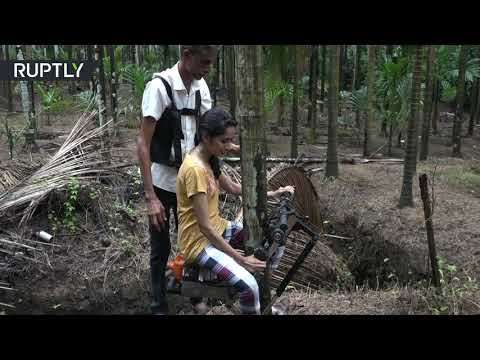 مزارع هندي يبتكر دراجة لتسلق الأشجار