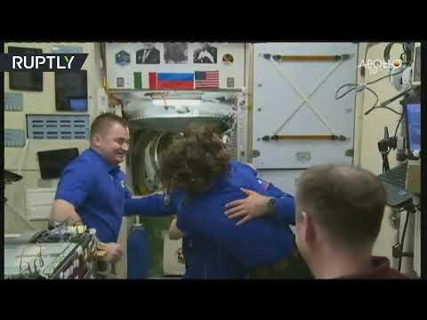 شاهد وصول 3 روّاد إلى المحطة الفضائية الدولية