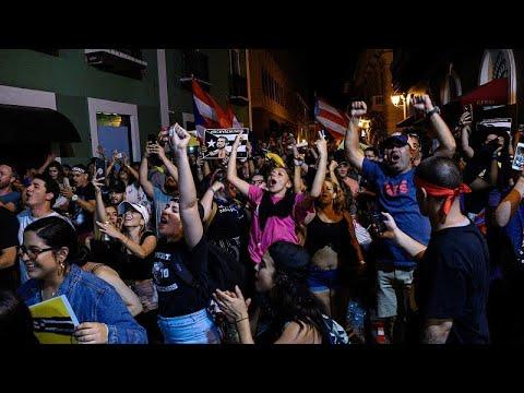 الاحتجاجات تُجبر حاكم  بويرتوريكو على الاستقالة من منصبه