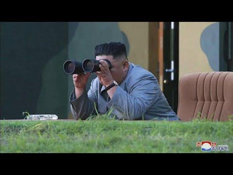 شاهد زعيم كوريا الشمالية يُشرف بنفسه على عملية اختبار سلاح تكتيكي جديد