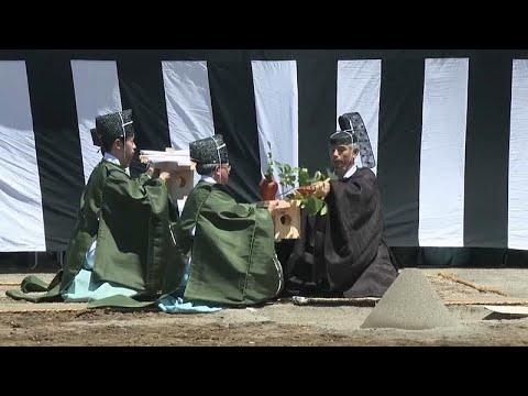 شاهد تحضيرات الاحتفاء بإمبراطور اليابان الجديد تبدأ بمراسم دينية