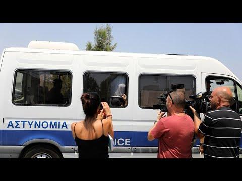 شاهد قبرص تعتقل بريطانية زعمت تعرضها للاغتصاب وتفرج عن إسرائيليين