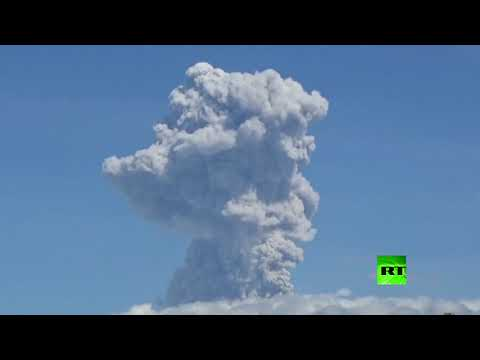 شاهد ثوران بركان جبل ميرابي في إندونيسيا وانبعاث الغاز ترتفع إلى 6 كيلومترات