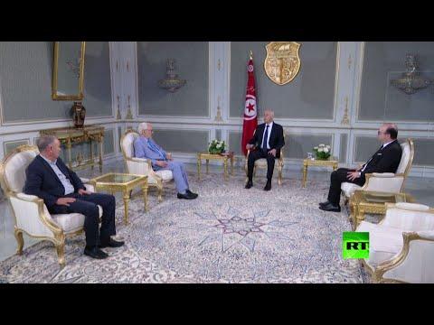 شاهد رئيس الحكومة التونسية يتقدم باستقالته إلى الرئيس قيس سعيد