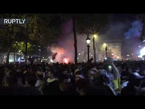 شاهد مشجعو باريس سان جيرمان الفرنسي يحتفلون بالتأهل التاريخ لنهائي أبطال أوروبا