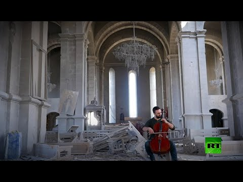 مقطوعة موسيقية لعازف التشيلو وسط الكاتدرائية المدمرة في قره باغ