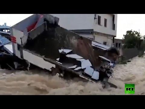 شاهد فيضانات عارمة في الهند تُسفر عن مقتل 60 شخصًا
