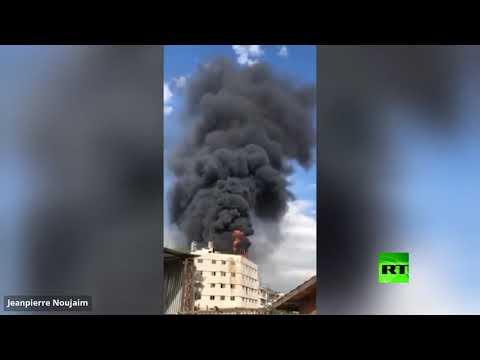 اندلاع حريق كبير على سطح أحد المباني في ضواحي بيروت