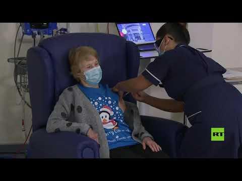 شاهد تسعينية تتلقى أول لقاح ضد فيروس كورونا في بريطانيا